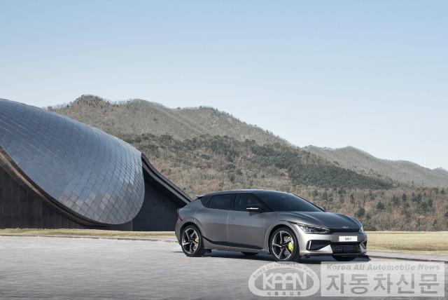 기아, 'The Kia EV6' 세계 최초 공개.jpg
